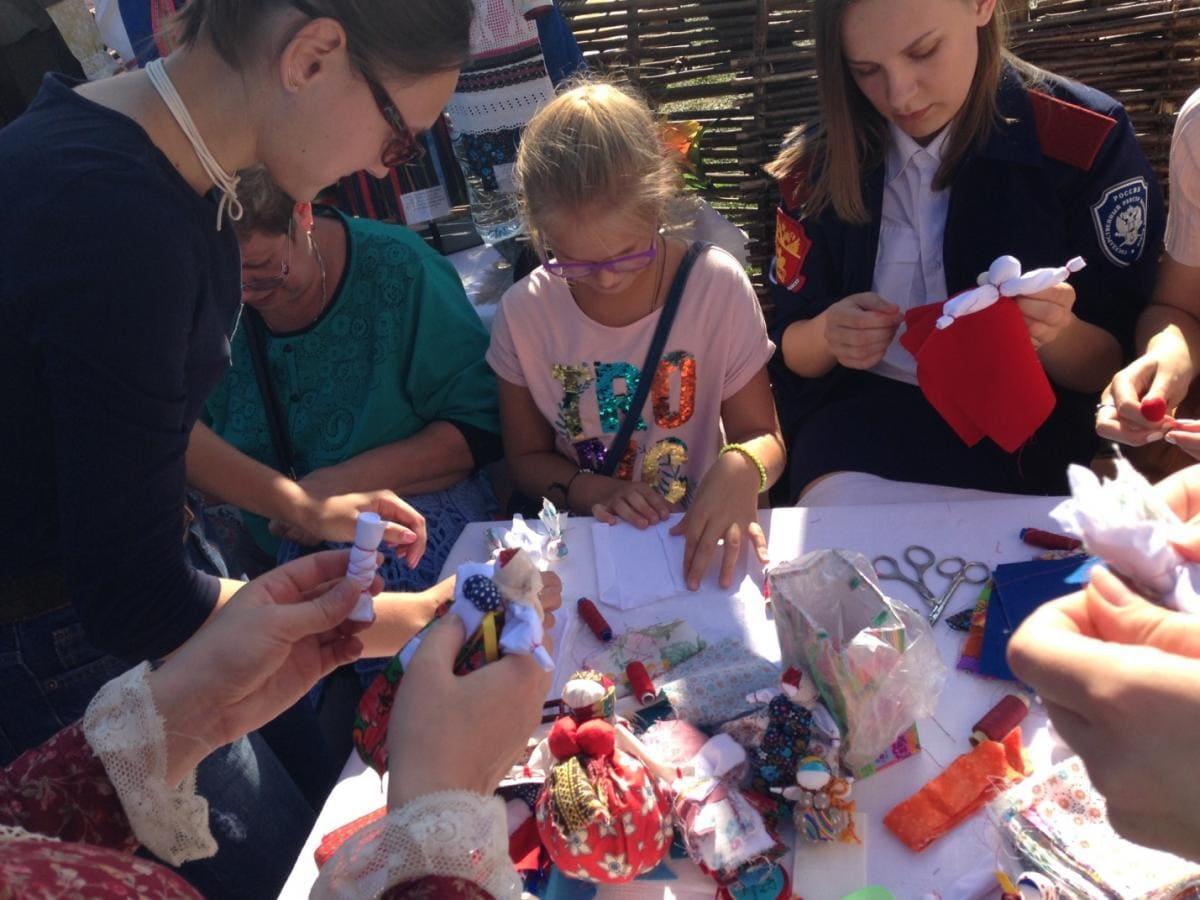 Ежегодный Международный Фестиваль «Казачья станица Москва». Мастер-класс «Народная кукла»